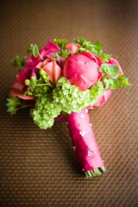 Bouquet, hortensia verde, rosa y peonia rosa